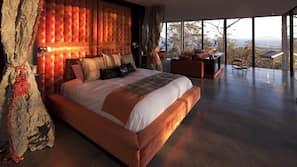 1 bedroom, premium bedding, minibar, iron/ironing board