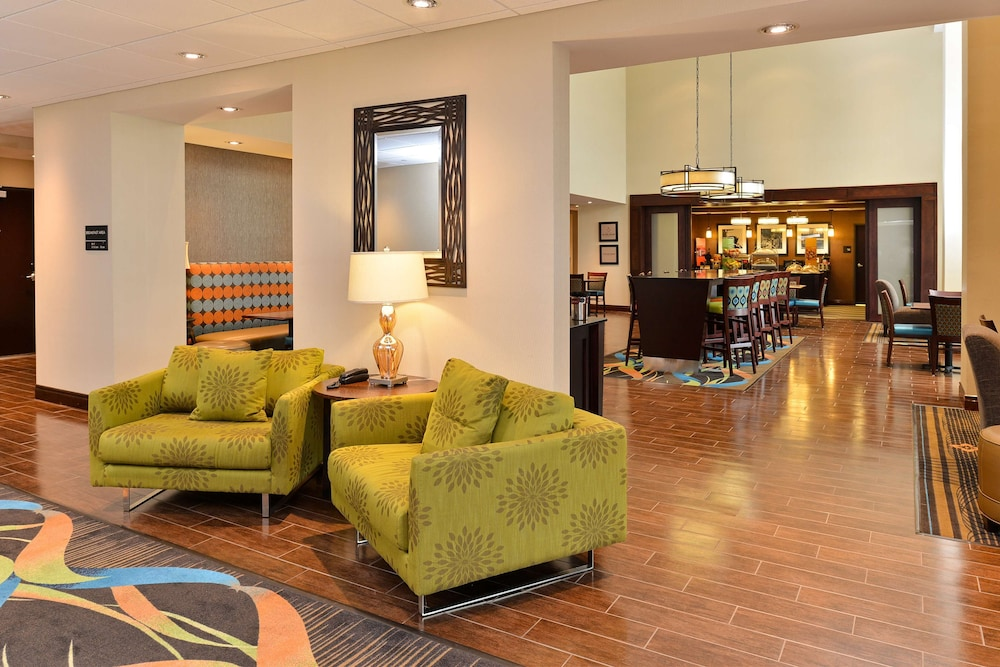 Reception, Hampton Inn & Suites Harvey/New Orleans West Bank