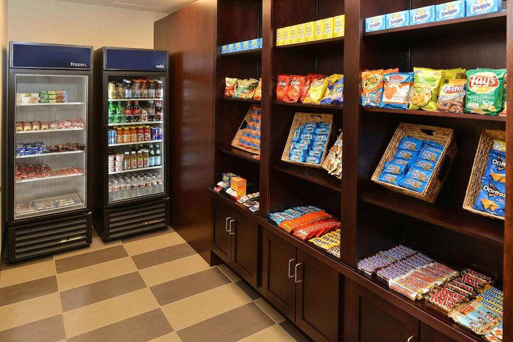 Snack Bar, Hampton Inn & Suites Harvey/New Orleans West Bank