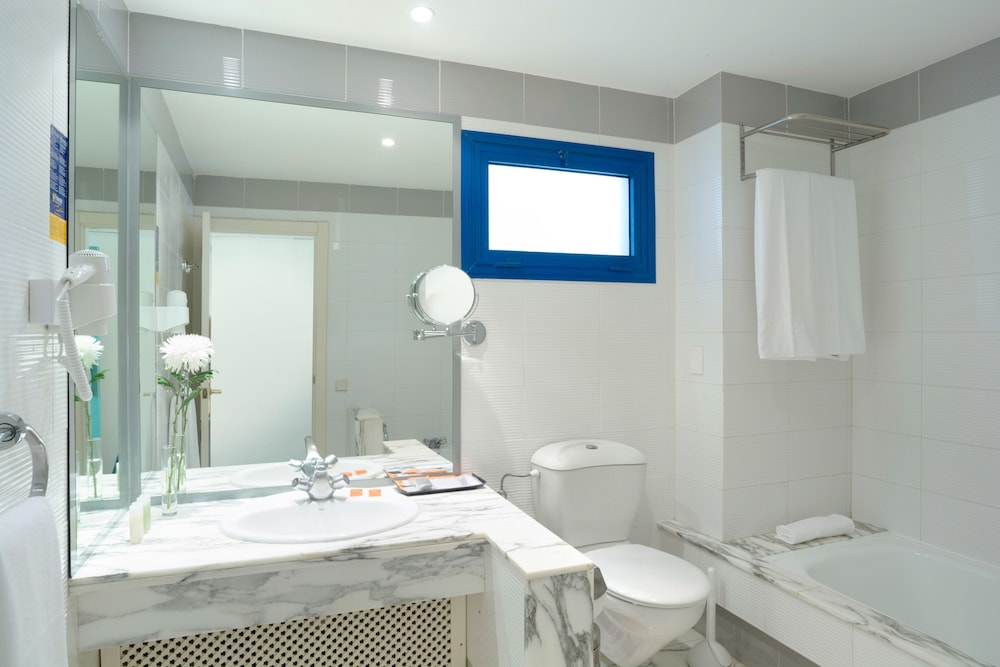 Bathroom, TUI BLUE Suite Princess (Adults Only)