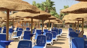 Spiaggia privata, ombrelloni, teli da spiaggia, pallavolo
