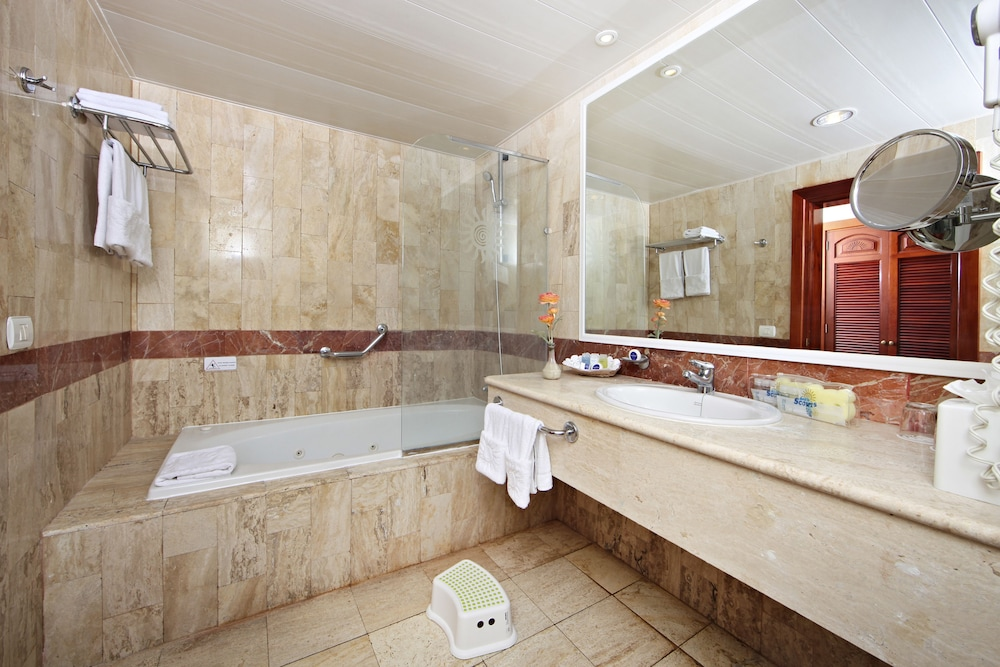 Bathroom, Bahia Principe Grand Turquesa - All Inclusive