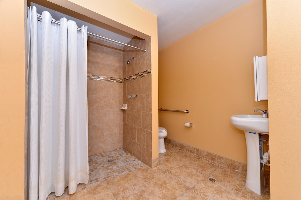 Bathroom, Americas Best Value Inn Porterville