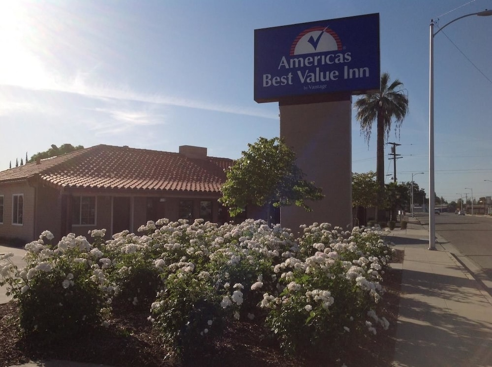 Front of Property, Americas Best Value Inn Porterville