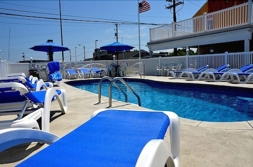 Outdoor Pool, Passport Inn Somers Point