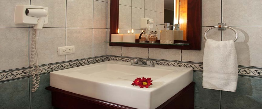 Bathroom, La Sabana Hotel Suites Apartments