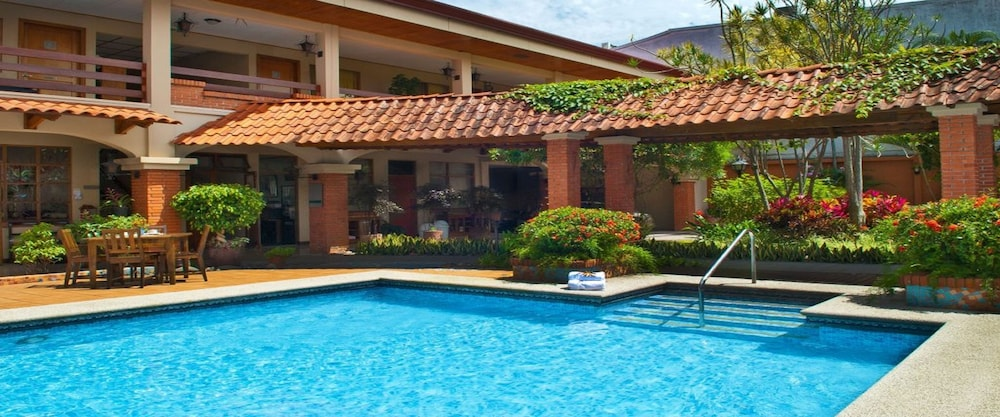 Outdoor Pool, La Sabana Hotel Suites Apartments