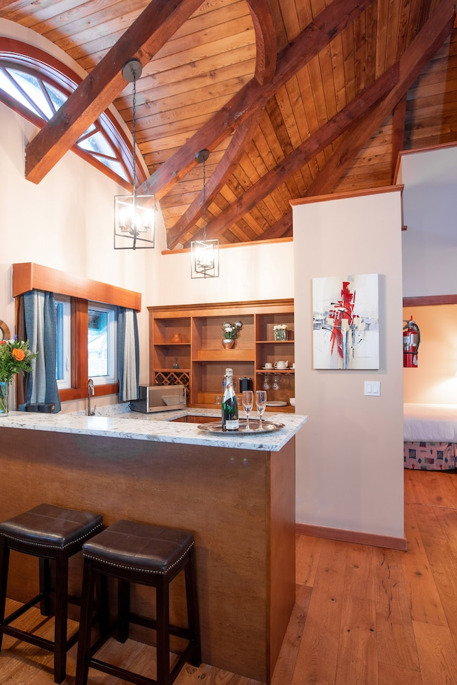 Private Kitchen, Painter's Lodge