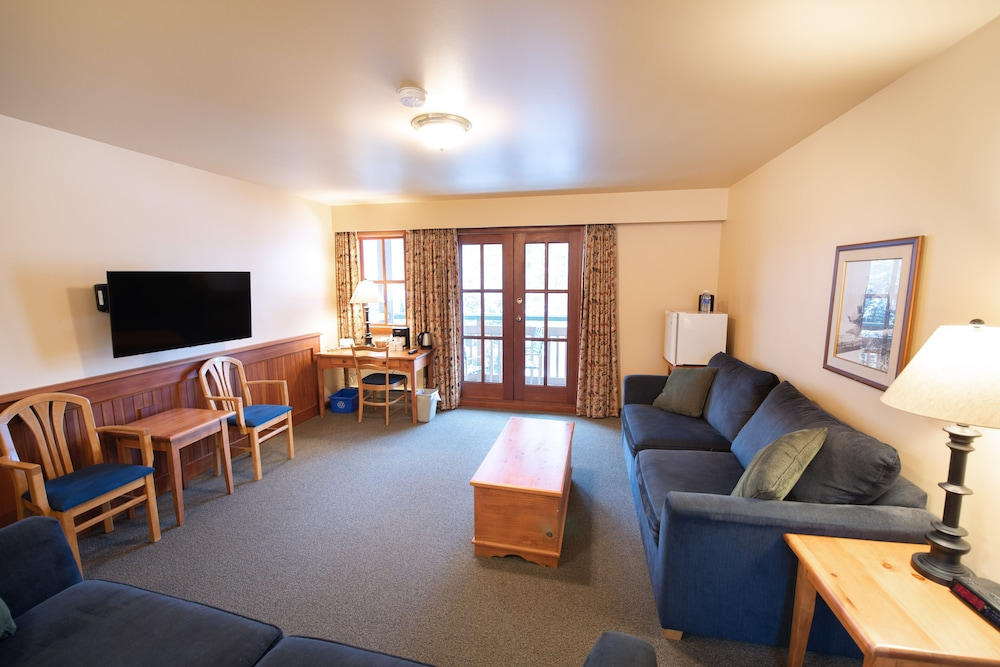 Living Area, Painter's Lodge