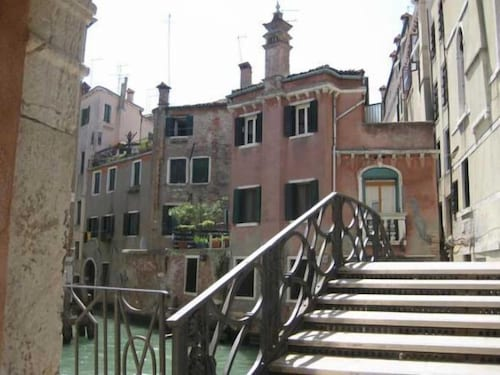 Charming Venice Apartments