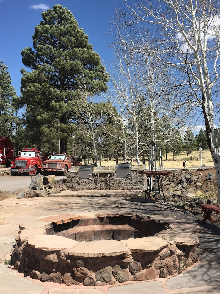 BBQ/Picnic Area, Canyon Motel and RV Park