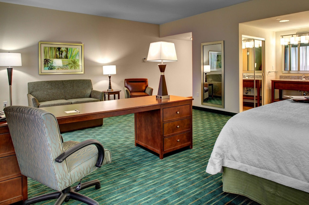 Living Area, Hampton Inn & Suites - Coconut Creek, FL