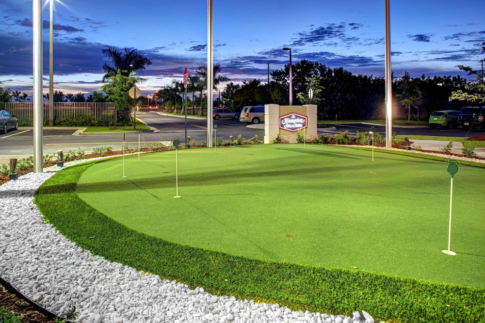 Mini-Golf, Hampton Inn & Suites - Coconut Creek, FL