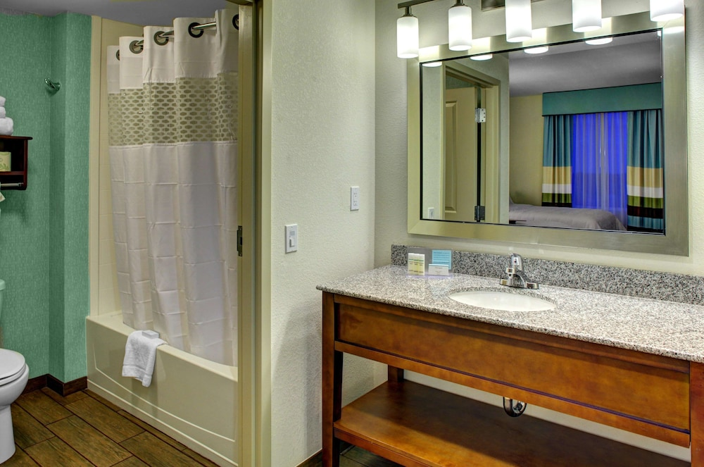 Bathroom, Hampton Inn & Suites - Coconut Creek, FL