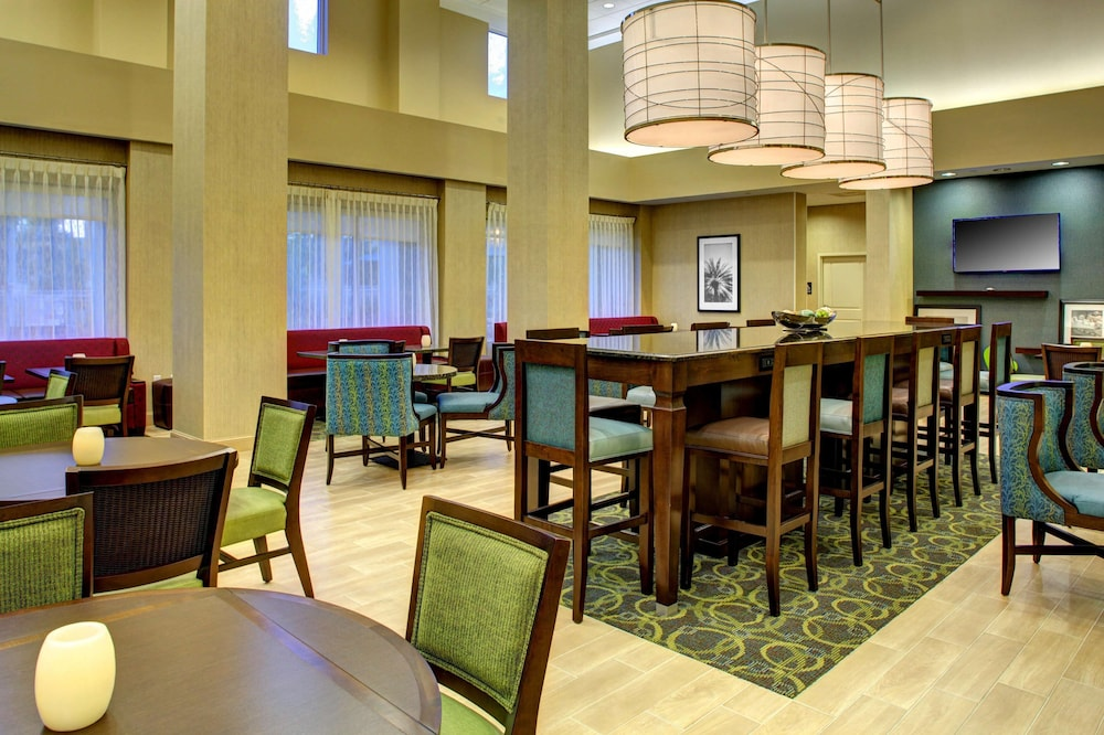 Restaurant, Hampton Inn & Suites - Coconut Creek, FL