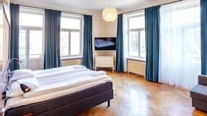 Zimmersafe, Schreibtisch, Verdunkelungsvorhänge, Zustellbetten