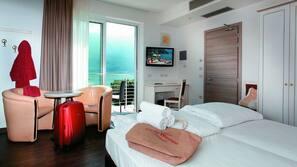 1 sovrum, duntäcken, minibar och värdeförvaringsskåp på rummet