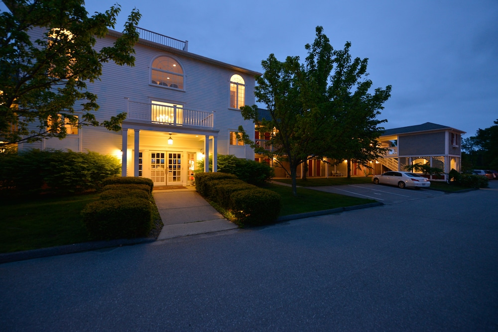 Front of Property - Evening/Night, Bar Harbor Inn