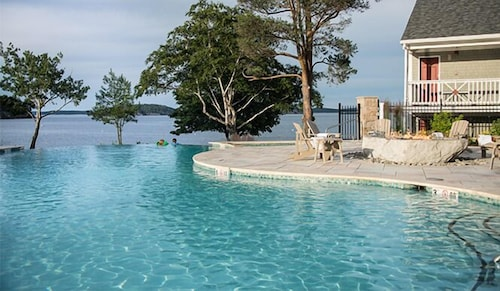 Infinity Pool, Bar Harbor Inn