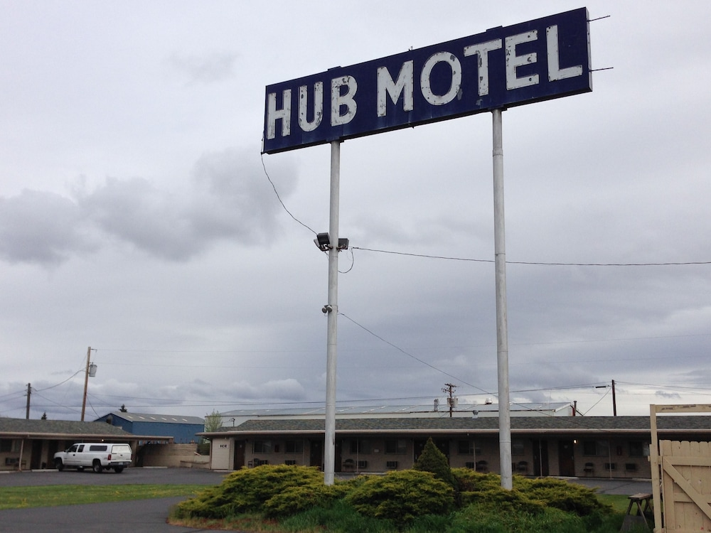 Front of Property, The Hub Motel