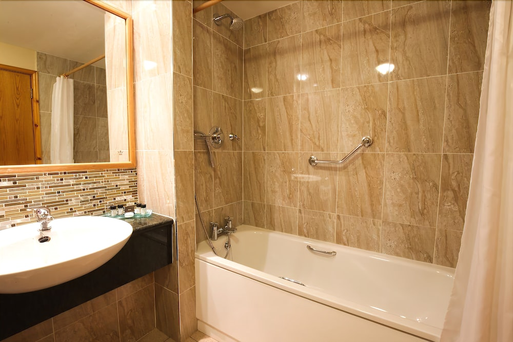 Bathroom, Tullamore Court Hotel