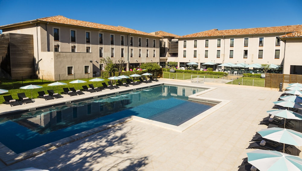 Grand prix h tel in le castellet hotel rates reviews for Prix hotel en france