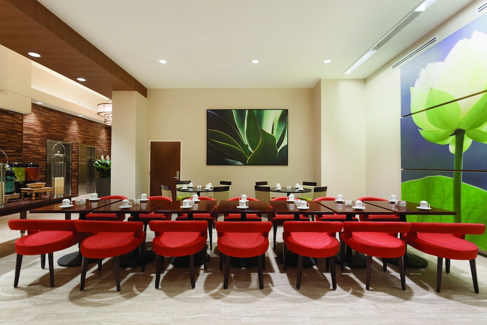 Hilton Garden Inn Rochester Downtown 2019 Room Prices 148 Deals Reviews Expedia