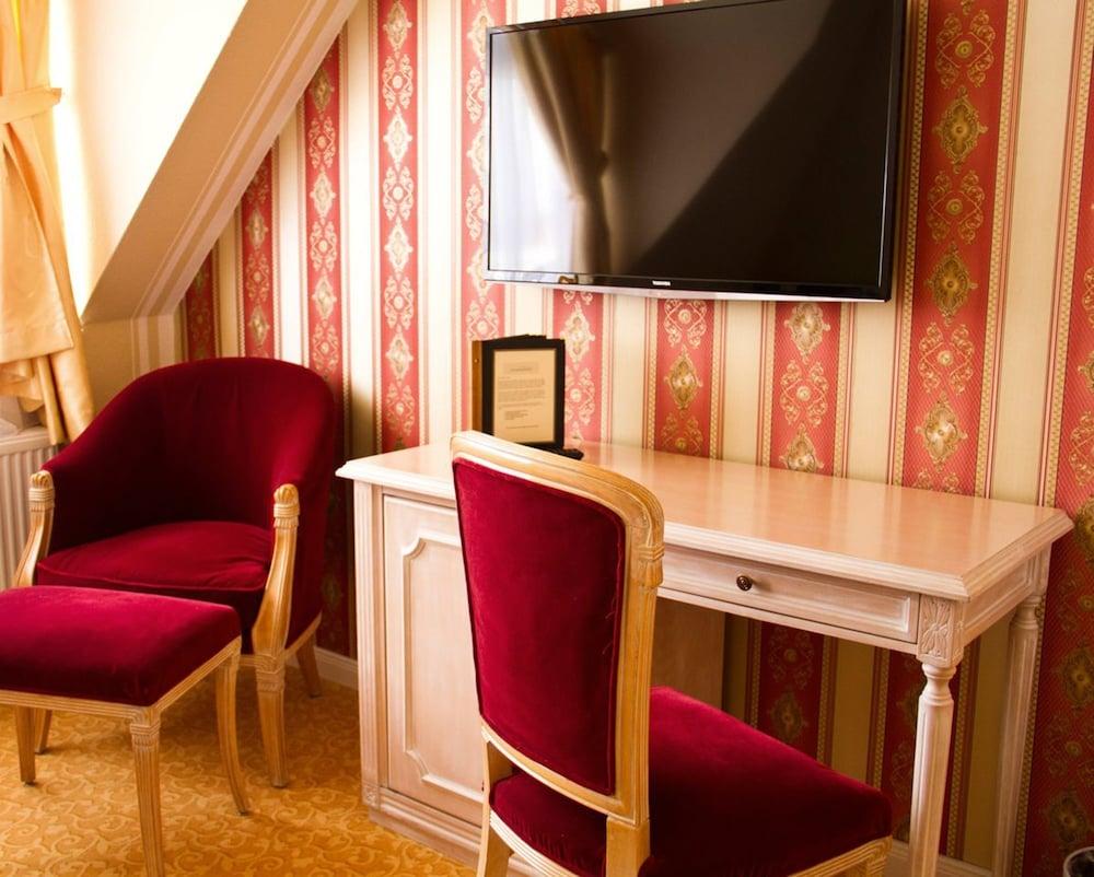 Hotel ambassador potsdam reviews photos rates for Hotel ambassador