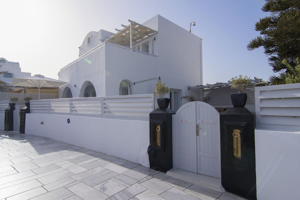 Front of Property, Santorini Secret Suites & Spa