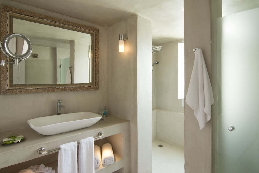 Bathroom, Santorini Secret Suites & Spa