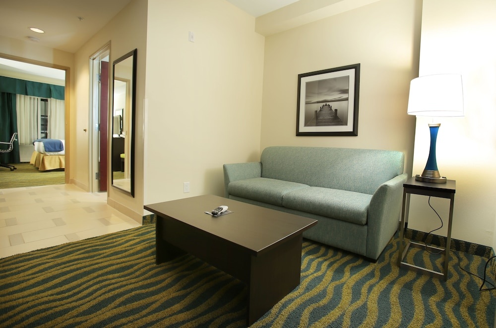 Holiday Inn Express  U0026 Suites Southport