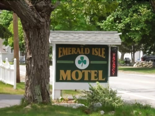 Great Place to stay Emerald Isle Motel near Hampton