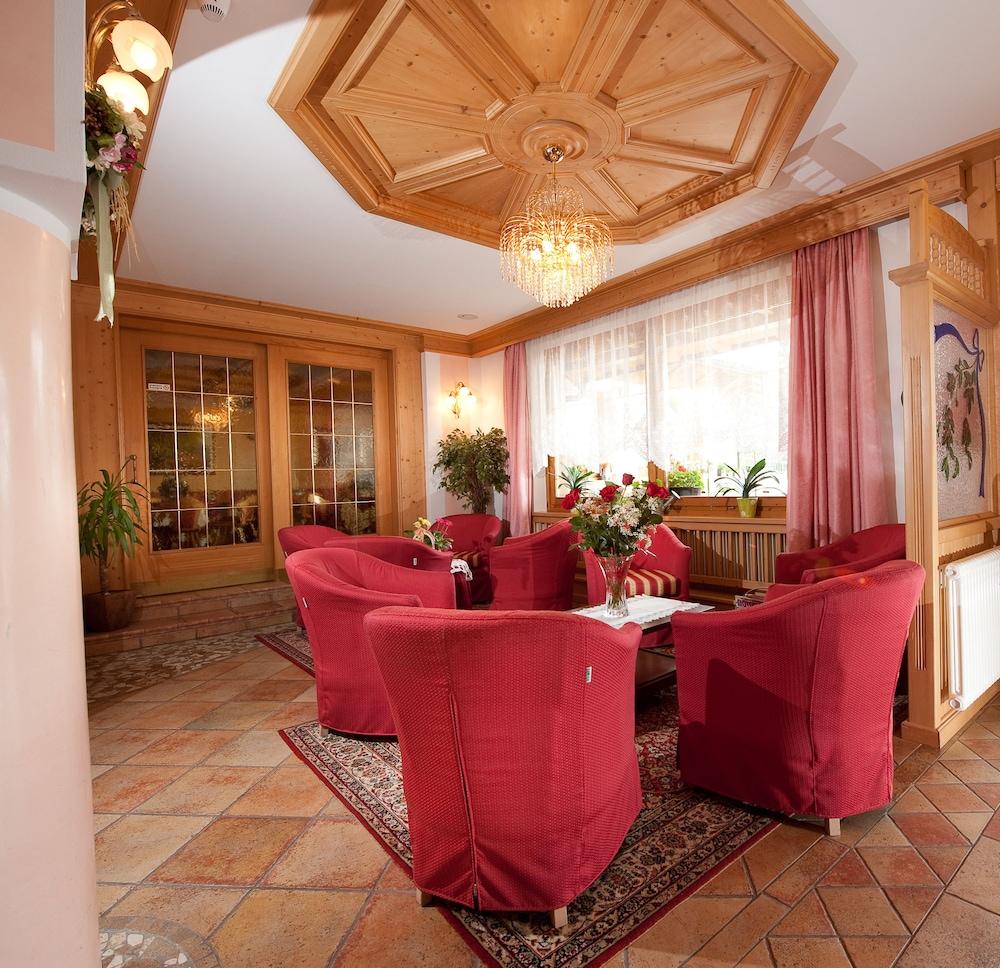 Blumenhotel Belsoggiorno, Malosco: Hotelbewertungen 2019 | Expedia.at
