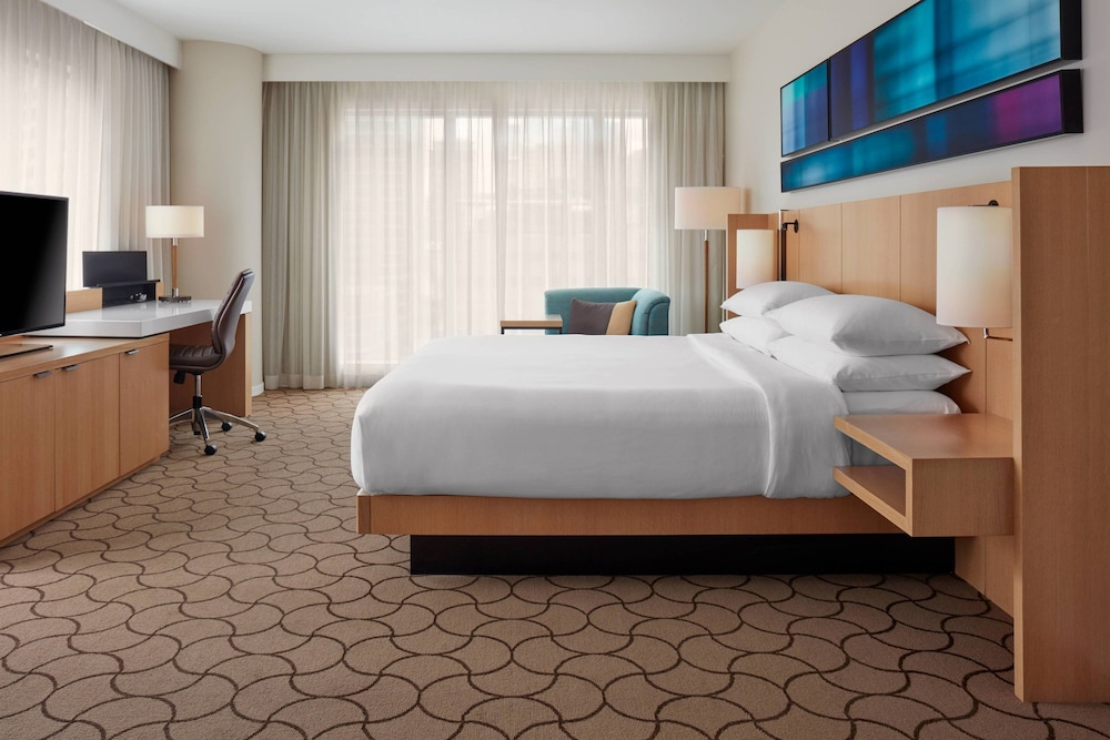 Delta Hotels by Marriott Toronto: 2019 Room Prices $197