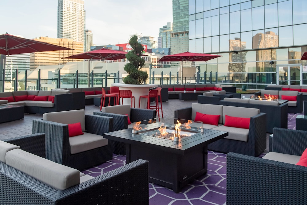 Terrace/Patio, Delta Hotels by Marriott Toronto