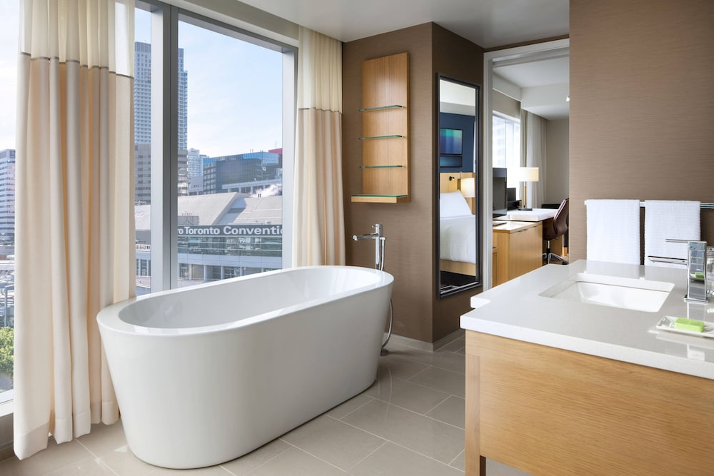 Bathroom, Delta Hotels by Marriott Toronto
