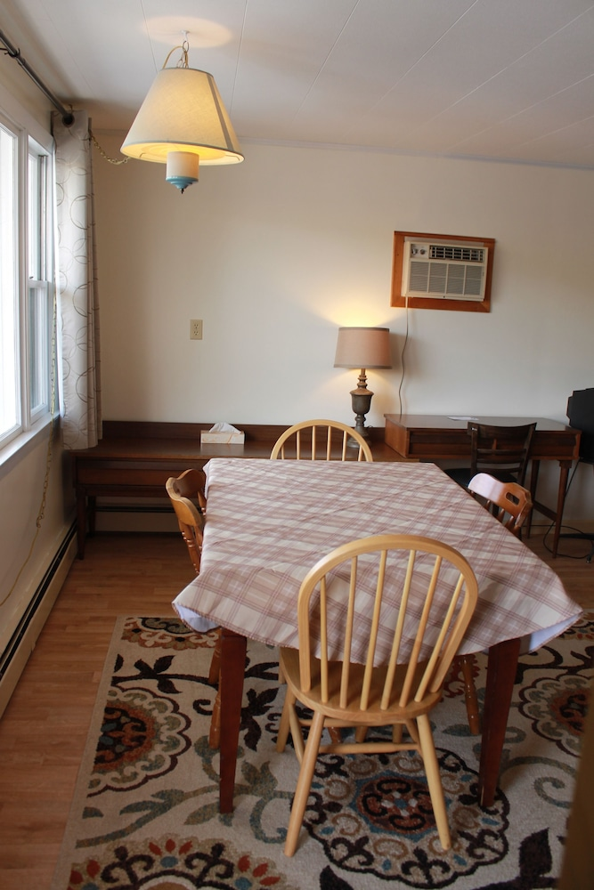 In-Room Dining, Acadia Gateway Motel