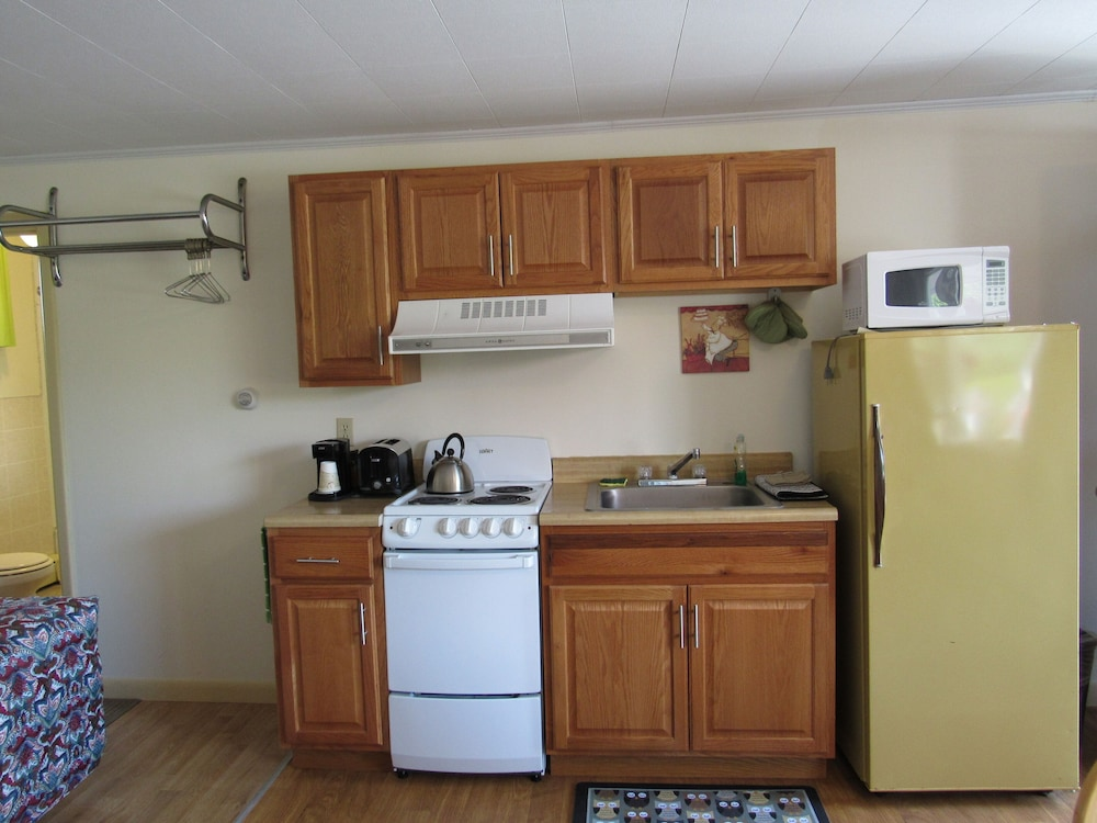 Private Kitchen, Acadia Gateway Motel