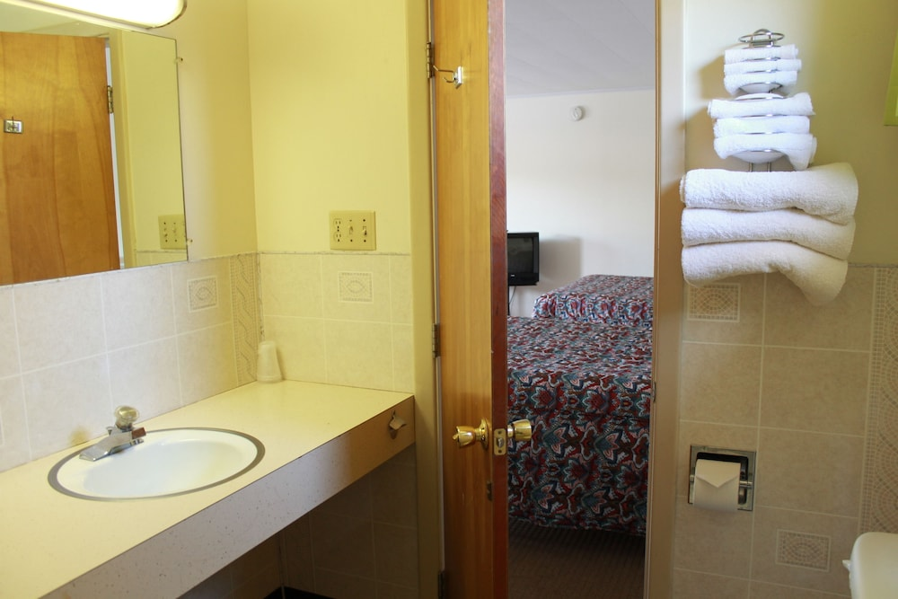 Bathroom, Acadia Gateway Motel