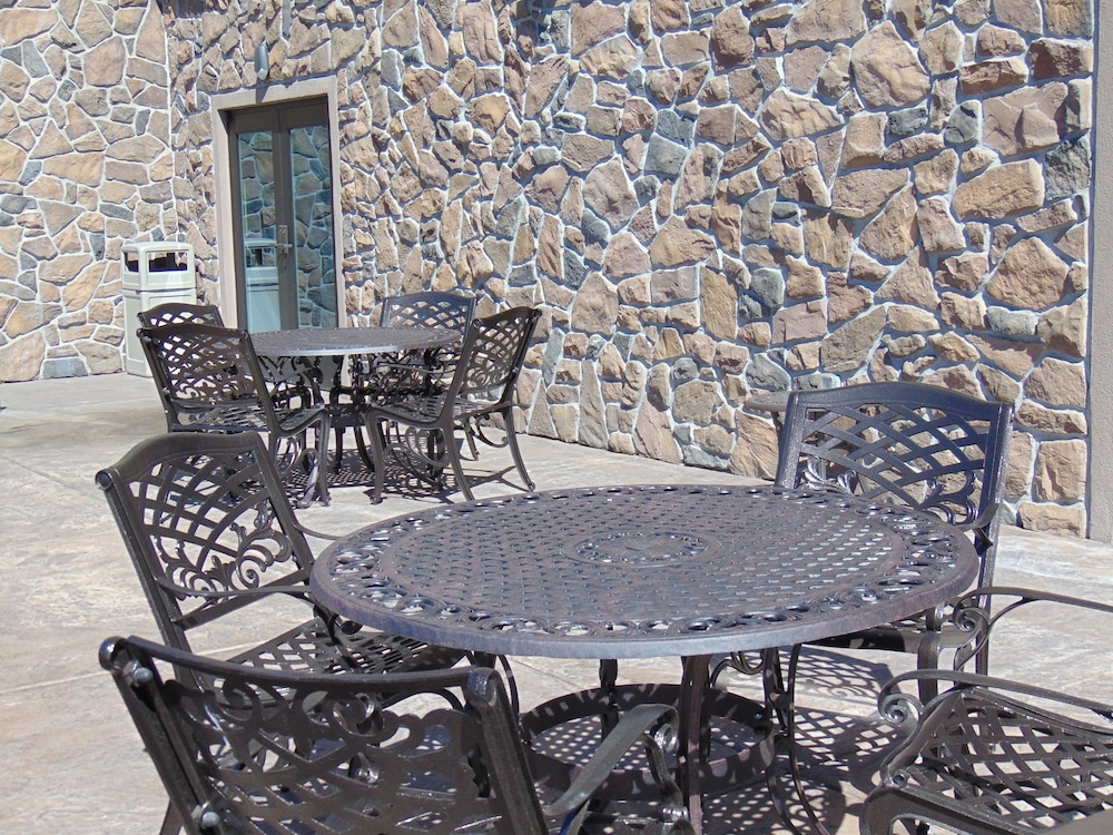Terrace/Patio, Holiday Inn Express & Suites Springville-South Provo Area