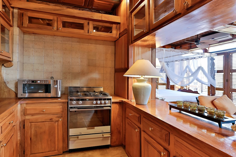 Private Kitchen,  Caille Blanc Villa & Hotel - Adults Only
