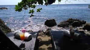 On the beach, free beach shuttle, sun-loungers, beach towels
