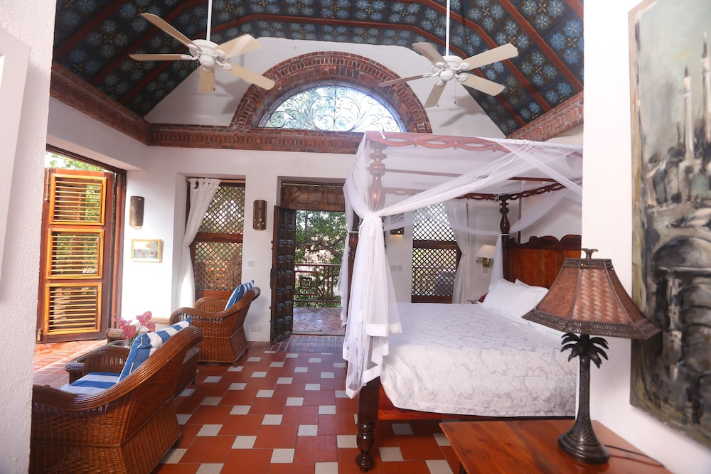 Room,  Caille Blanc Villa & Hotel - Adults Only
