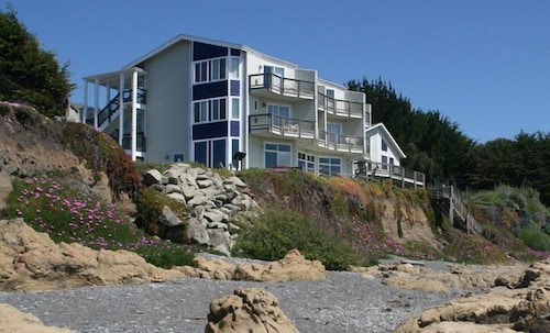 Oceanfront Inn at Shelter Cove