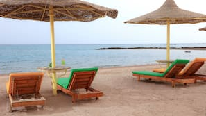 Plage à proximité, navette pour la plage, chaises longues, parasols
