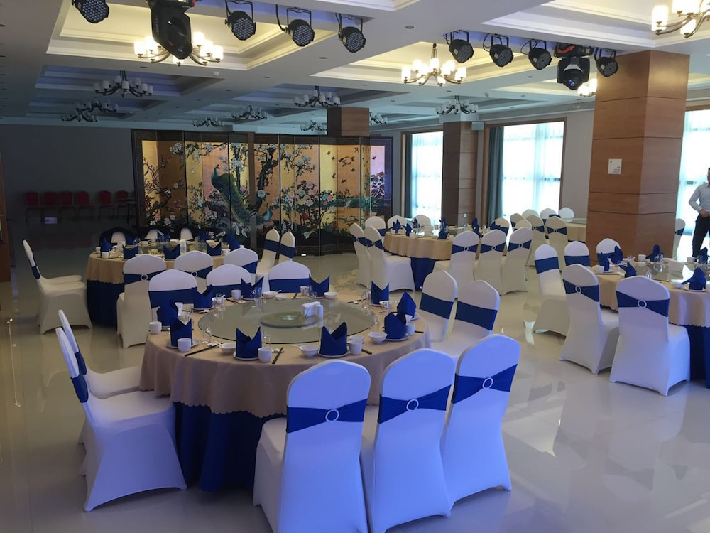 Ballroom/Hall 19 of 68