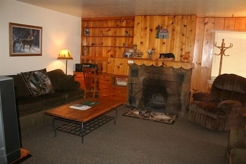 Living Room, Misty Mountain Lodge