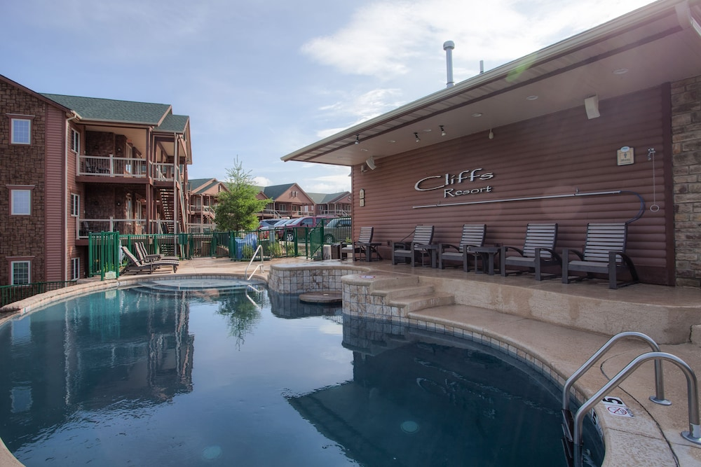 Outdoor Pool, Cliffs Resort Table Rock Lake