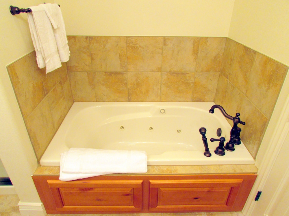 Jetted Tub, Cliffs Resort Table Rock Lake
