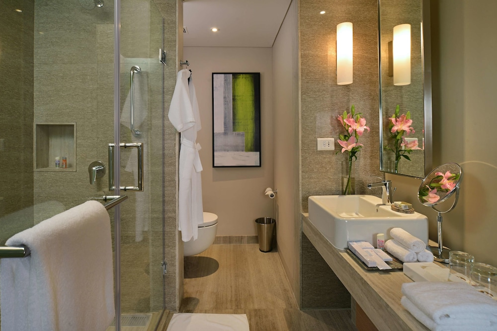 Bathroom, WelcomHotel Bengaluru - Member ITCHotel Group